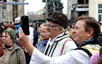 Batran in costum national Ziua Nationla Romaniei la Tecuci 2017