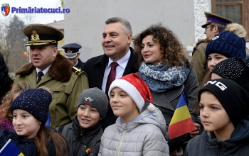 Copii cu Catalin Hurdubae Ziua Nationla a Romaniei la Tecuci 2017